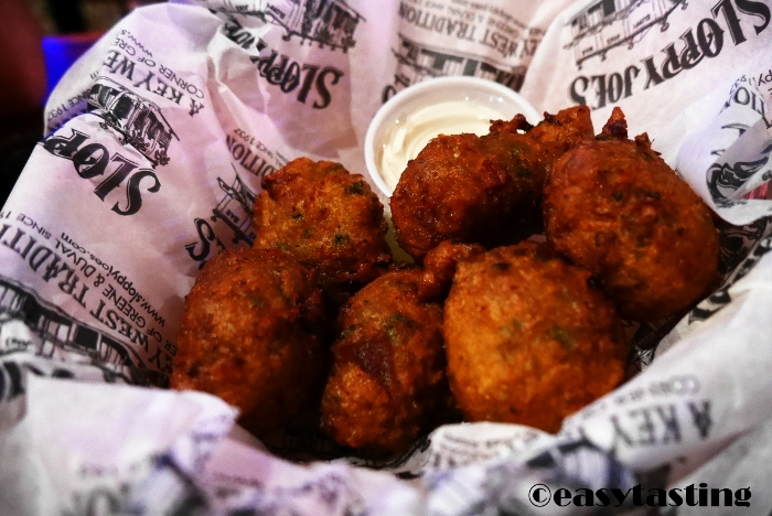 Conch Fritters bei Sloppy Joes